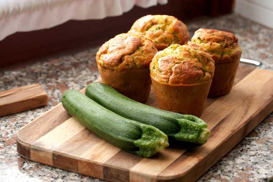 Muffin con zucchine e mozzarella